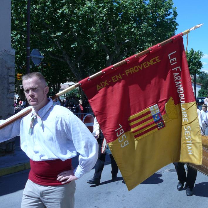 Le porte drapeaux