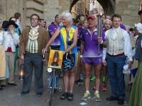 Arrivé de la flamme par le speedy club de Venelles, UC Luynes et les Cyclotouristes d'Aix