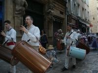 défilé dans les rues d'Aix